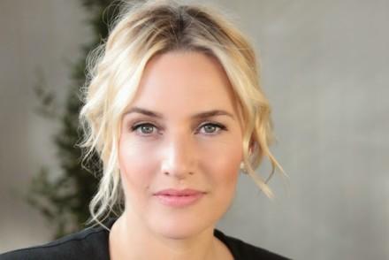 Le truc beauté de Kate Winslet: le soin contour des yeux