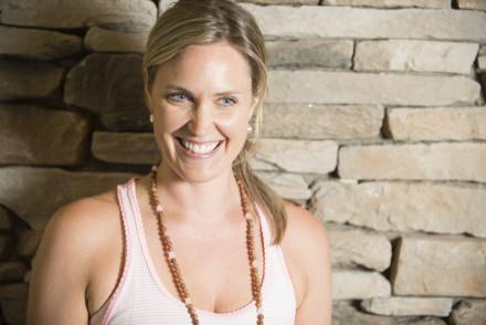 Alexandra Otis yoga yogi mamzellebeaute.com