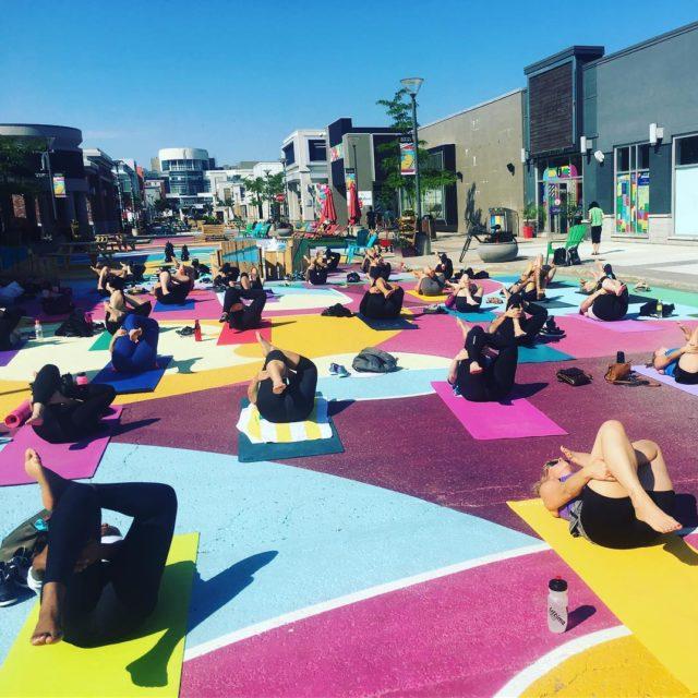 Cours de yoga en plein air au quartierdix30 pour lululemonhellip