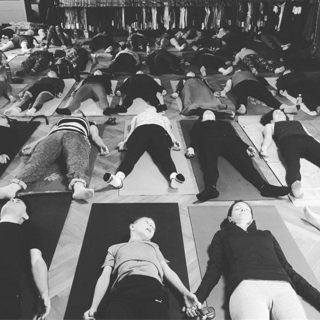 Un autre beau cours lululemon quartierdix30 yogilife teachingyoga yogateacher yogaclasshellip